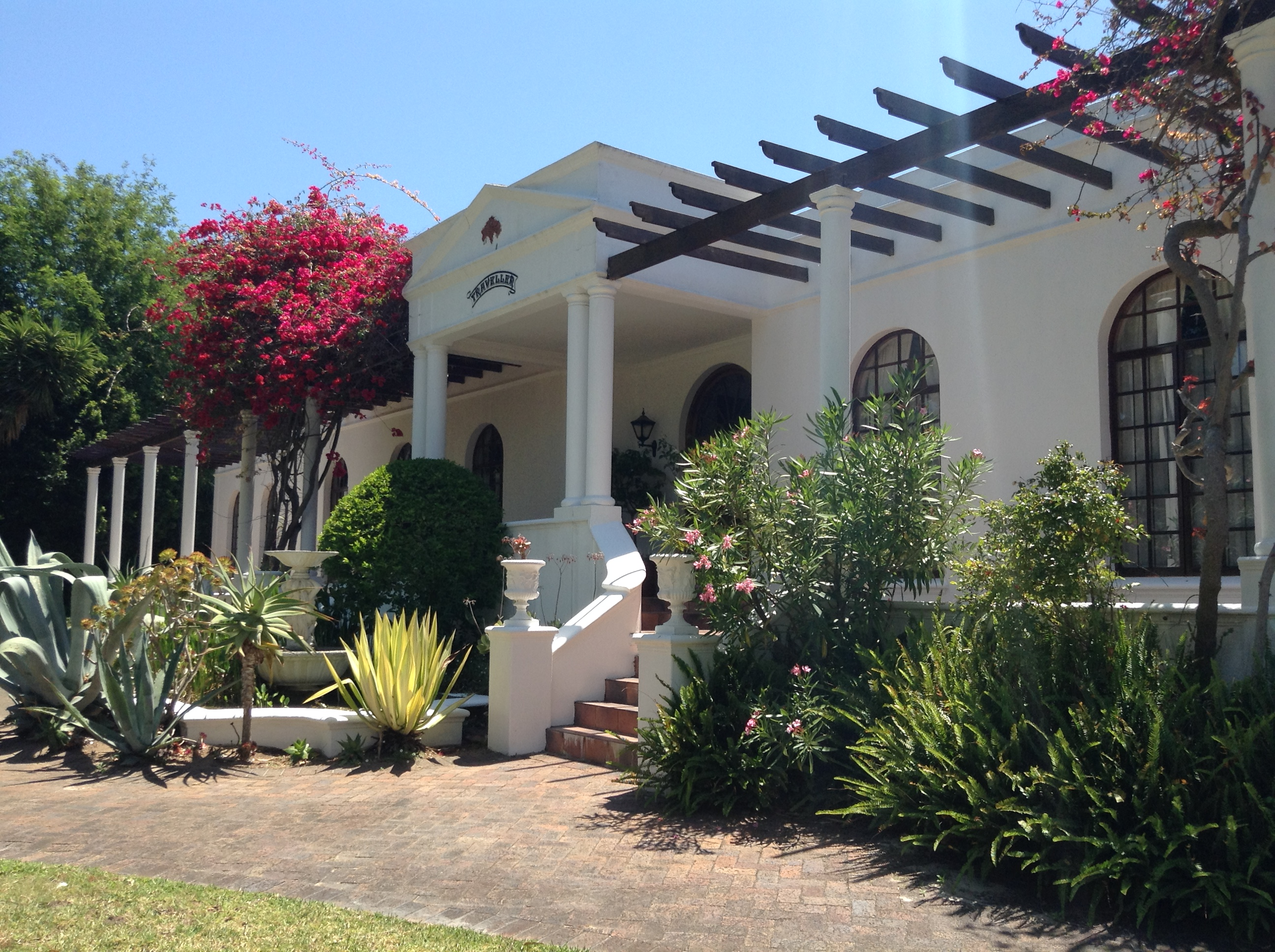 Frontansicht dieses Traumhauses in Constantia